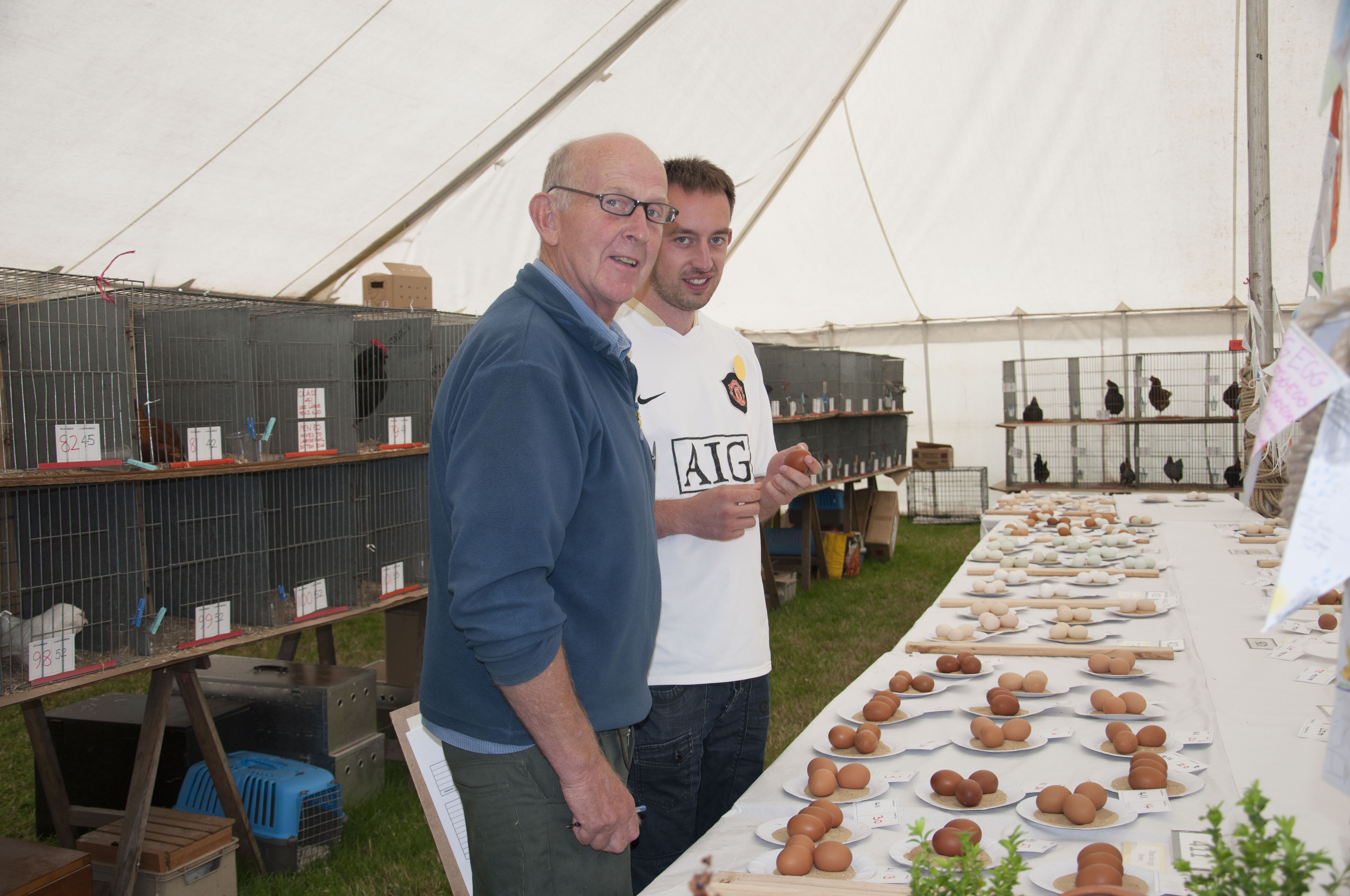 Peter Hunt and stewrad judgeing eggs